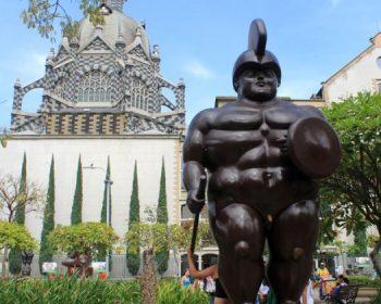 Medellin-Friends-Vacation-Colombia-02-o753tlwpr5eql66e33n5vgm1v304caur4f67wi8bxk