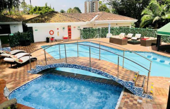 bachelor-party-tour-colombia-vacation-rentals-accommodation-medellin-003